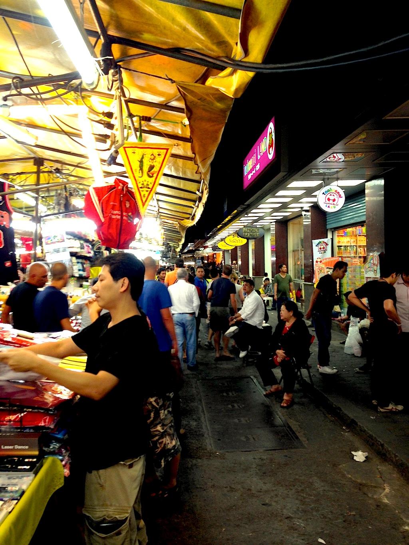 Blick auf den Patpong Nachtmarkt