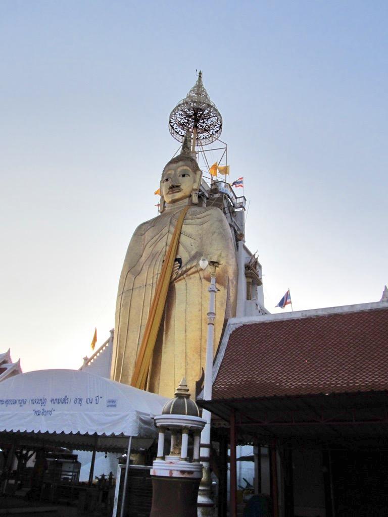 Die Statue des Big Buddha in der Abenddämmerung. Hier war nicht ein Tourist anzutreffen!
