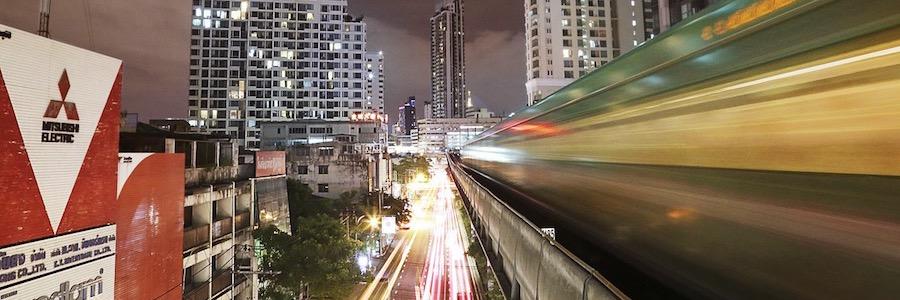 Syktrain Bangkok Sukhumvit Line Nachts