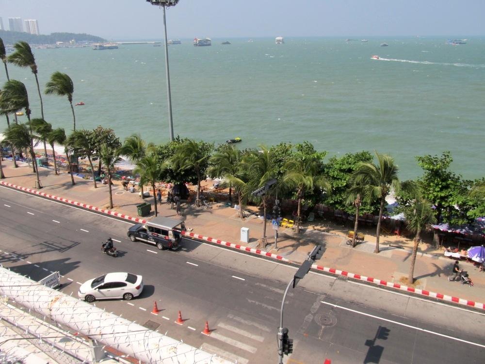 Blick vom Einkaufszentrum auf die Strandpromenade
