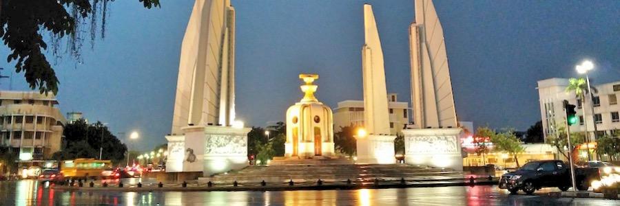 Demokratie-Denkmal Bangkok Sehenswürdigkeit