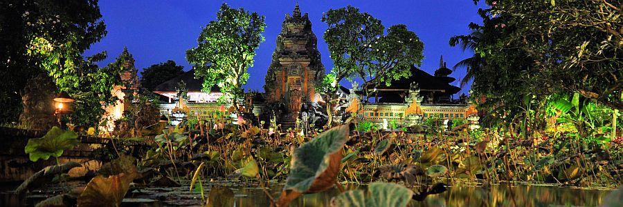 Bali Wassertempel Nacht