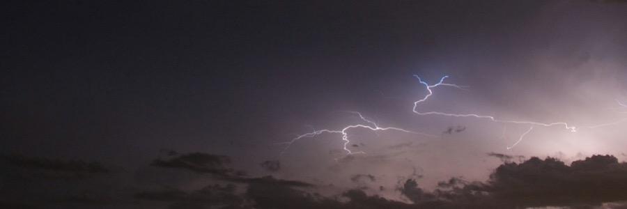 Blitze am Himmel Unwetter Tropen Sturm