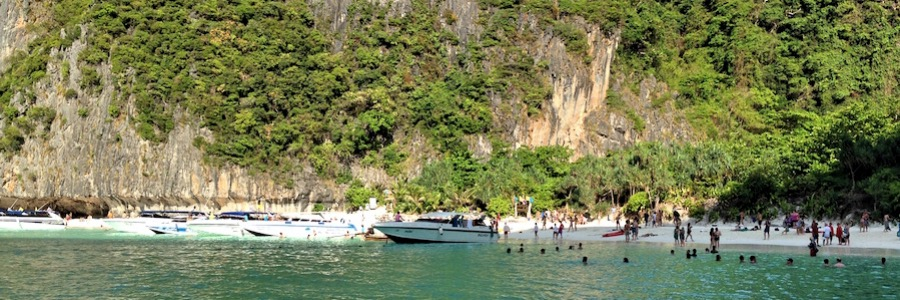 Crowded May Bay Koh Phi Phi Boote