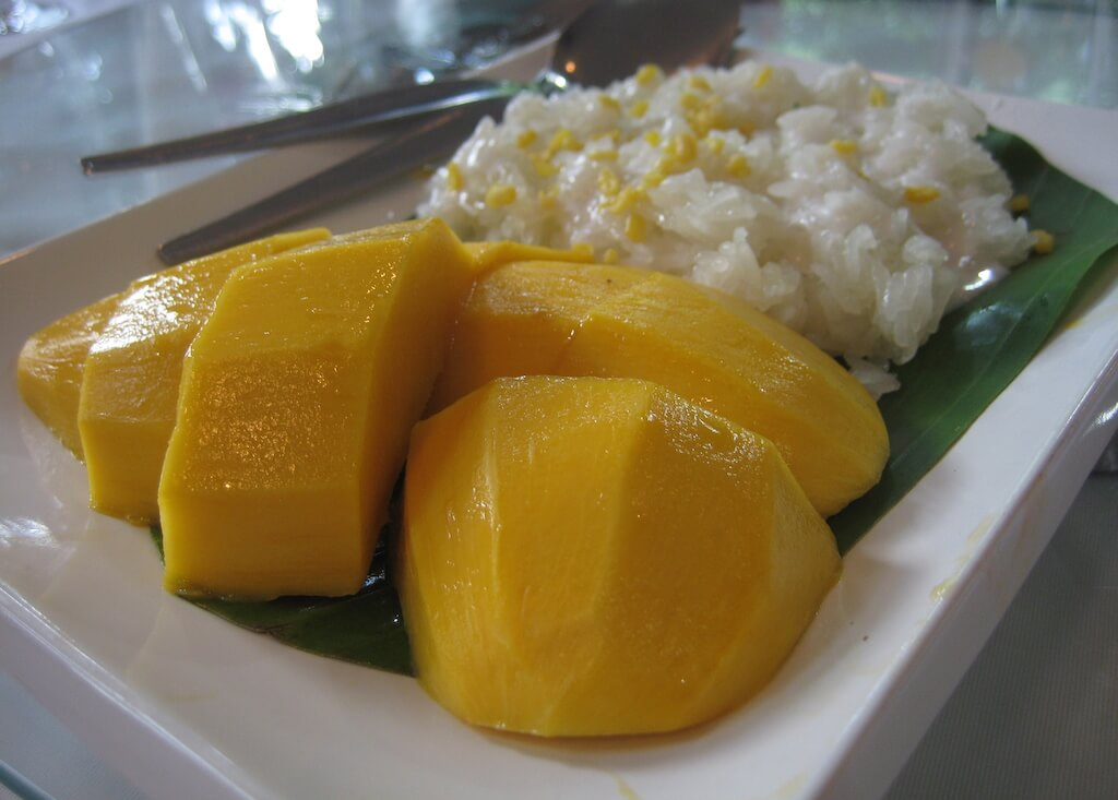 """Mango with glutinous rice"" by I, Terence Ong. Licensed under CC BY 2.5 via Wikimedia Commons."