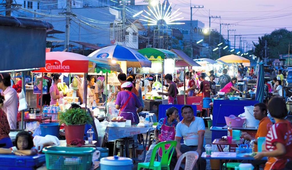 Street-Food-Thailand-Straßenrestaurants